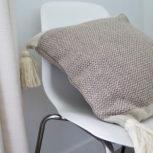 Cotton blend pillow with tassels